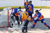 Gladiátoři (v oranžovo - modrém) přestříleli Vlky.