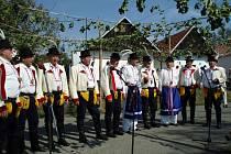 Vedení Blatnice udělilo mužskému sboru čestné uznání. Jeho vedoucímu Antonínu Grňákovi pak poděkování.