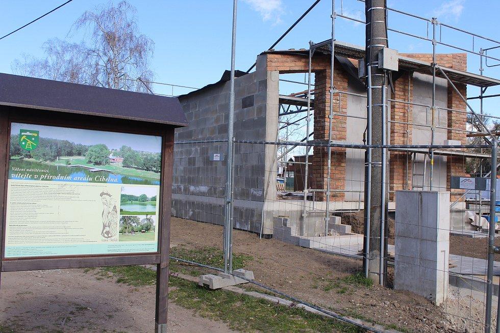 Přírodní areál v okolí Lužáku.