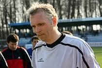 Brankář Bzence Roman Pelíšek oslavil v neděli 12. května šestačtyřicáté narozeniny. Na zápas proti Blansku ale zkušený gólman moc rád vzpomínat nebude.