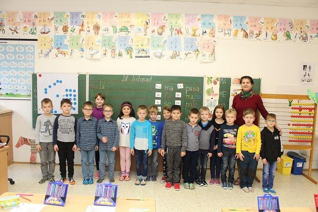 Žáci první třídy Masarykovy základní školy ve Velké nad Veličkou.