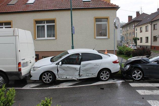 Bouračka na křižovatce ulic Brandlova a Havlíčkova vHodoníně.