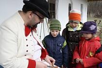 Fašanky, fašanky, Velká noc ide je název tradičního pořadu, který ve čtvrtek a pátek přededstavilo Muzeum vesnice jihovýchodní Moravy. Ve skanzenu se návštěvníci dozvěděli o době čtyřiceti denního půstu, ale podívali se i jak se vyrábí píšťalka.