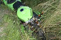 Mladý motorkář v sobotu večer v Kyjově-Bohuslavicích nedobrzdil a naboural do renaultu jedoucího před ním.