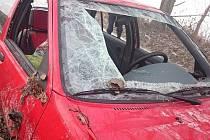 Řidič osobního auta Ford najel v sobotu ráno na silnici I/55 mezi Hodonínem a Lužicemi na svodidla. Nezvládl řízení a následně se jeho auto převrátilo na bok.