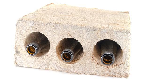 Výrobky z materiálu, který vznikl díky prorůstání podhoubí.