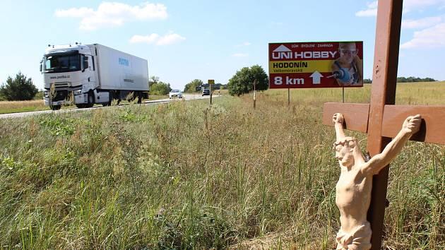 Billboardy v okolí Rohatce na silnici I/55.