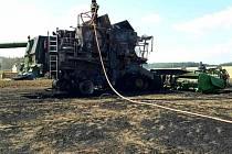 Plameny vyšlehly z kombajnu ve čtvrtek odpoledne u Ostrovánek na Hodonínsku. Škoda je devět milionů korun.