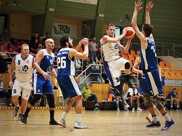 Basketbalisté Hodonína uspořádali dvoudenní turnaj, kterého se ve sportovní hale TEZA a ve Sportcentru Želva v Dubňanech zúčastnilo osm moravských a slovenských týmů.