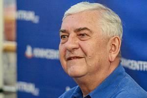 Populární herec, bavič a vypravěč Miroslav Donutil.