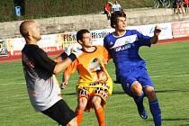 Kyjovský útočník Jakub Fridrich (v modrém) dal v dohrávce 6. kola dvě branky.