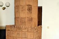 Rekonstrukce kamen z hradu Rožnov.