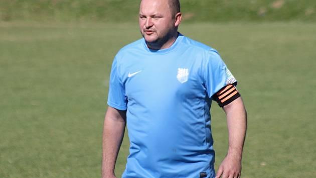 Hrající trenér Uhřic Tomáš Valihrach (na snímku) byl po domácím vítězném zápase s Hroznovou Lhotou samozřejmě spokojený.