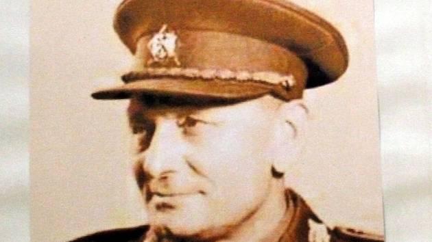 Generál Ingr zemřel ve Francii. Jeho ostatky se do republiky dostaly až před třemi lety. Zatím jsou v Praze.