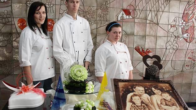 Studenti střední školy gastronomie hotelnictví a lesnicví uspěli na další soutěži. Začátkem dubna bodovali na Gastro Hradec Vitana Cup.