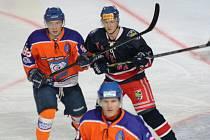 Hodonínští hokejisté si ve 27. kole druhé ligy bez problémů poradili s poslední Karvinou.