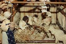 Různé betlémy mohou návštěvníci vidět v Sále Evropa v Hodoníně. Děti si tam mohou zkusit výrobu svícnů.