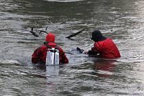 Pátrání po zmizelém osmapadesátiletém muži, o němž Hodonínský deník Rovnost informoval loni v prosinci, má tragický závěr. Policisté na začátku tohoto týdne jeho tělo objevili v řece Moravě.