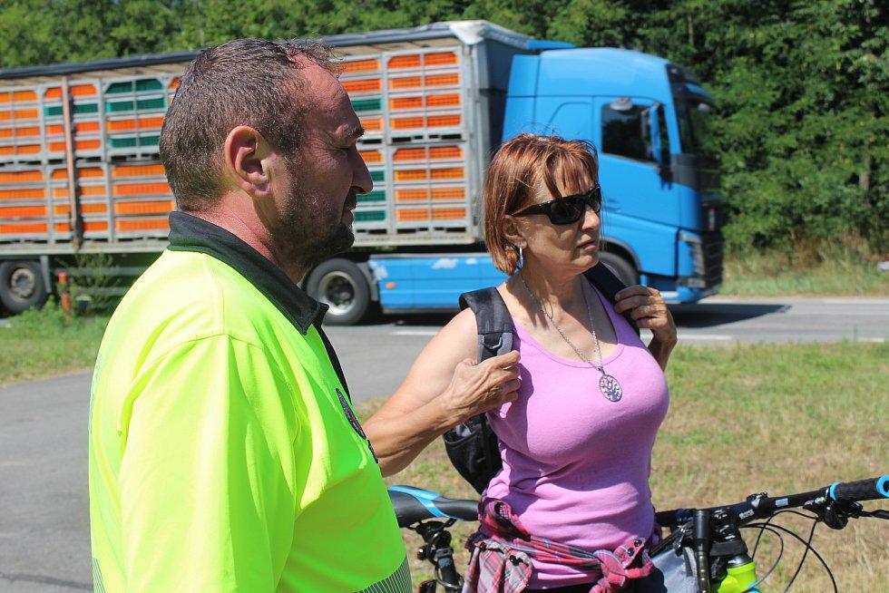 Kontrola strážníků na cyklostezce mezi Hodonínem a Ratíškovicemi.