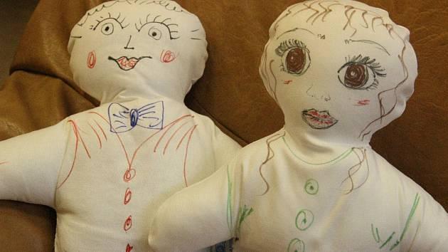 Panenky pro dětské pacienty kyjovské nemocnice od  Kiwanis klubu Slovácko.