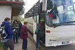 Někteří lidé z Velké nad Veličkou byli autobusovou stávkou zaskočeni. Obec sice zveřejnila informace od koordinátora dopravy na webových stránkách, ale například na zastávce žádné informace dopravce neuvedl.