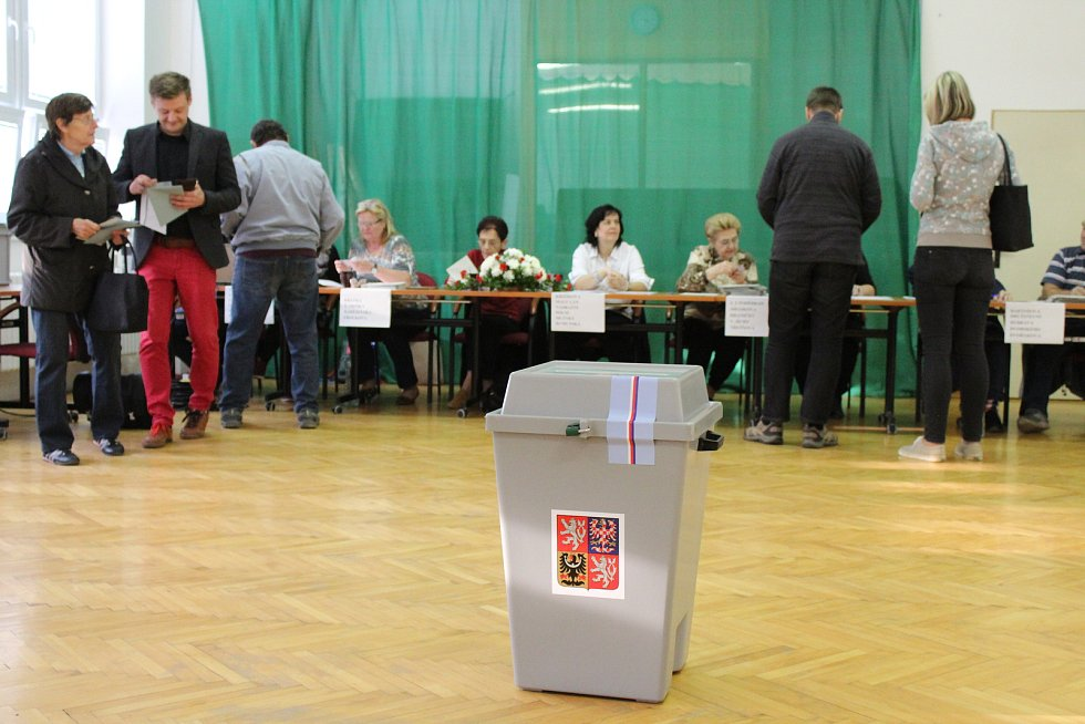 Sněmovní volby ve strážnickém Domě dětí a mládeže.