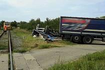 U Vnorov se srazil vlak s nákladním autem