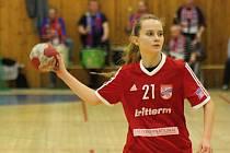 Sedmnáctiletá spojka Veselí nad Moravou Kateřina Klimešová se při interligové premiéře mezi ženami blýskla dvěma brankami.