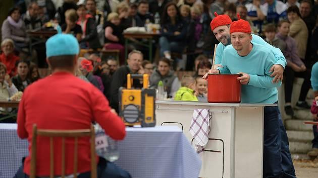 Desátý ročník kulinářského klání Petrovský kotlík. Nejlepší guláš podle návštěvníků uvařili hasiči.