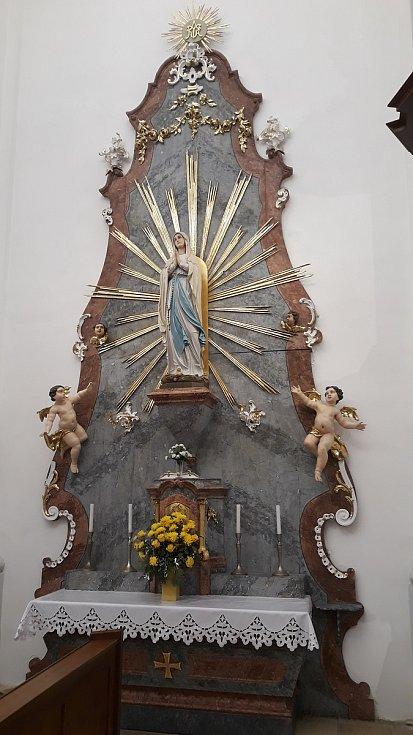 Oltář Panny Marie v Křetíně na Blanensku.