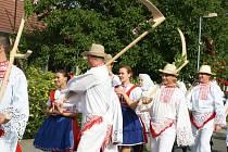 Po dlouhých osmi letech se ve Svatobořicích – Mistříně sešlo více jak sto krojovaných, aby oslavili konec žní.