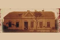 Budova základní školy v Kozojídkách slaví sto let.