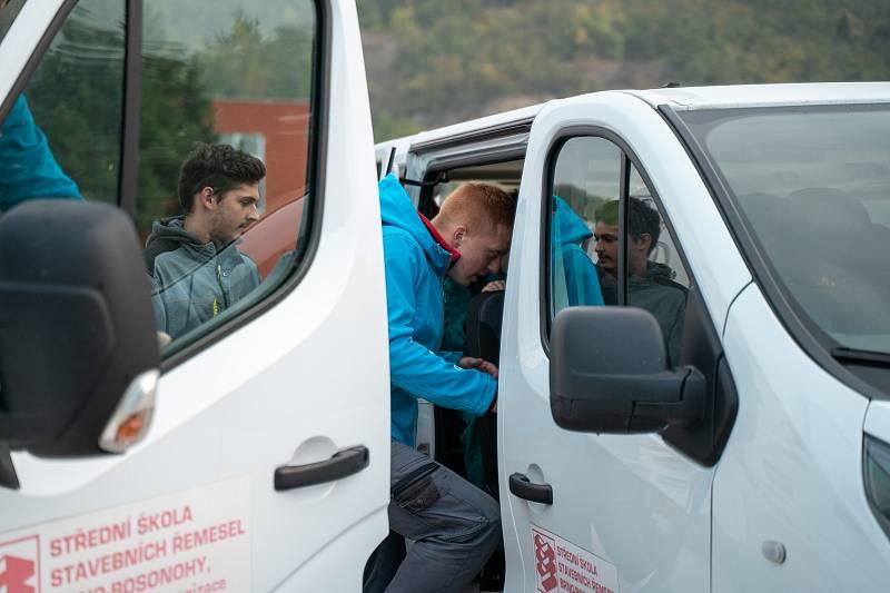 Žáci Střední školy stavebních řemesel Brno-Bosonohy vyrážejí pomoci do tornádem postižených Mikulčic.