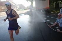 Sobotní závod ve Velké nad Veličkou ovlivnilo tropické počasí. Lipovského vytrvalce Dušana Tomčala zchladili třeba hasiči.
