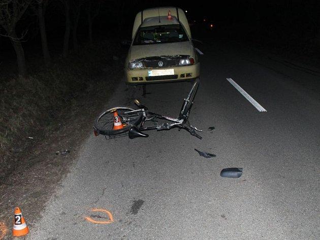 V pondělí ve večerních hodinách vjel cyklista při jízdě z kopce do protisměru, kde došlo k bočnímu střetu s osobním automobilem.