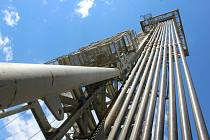 Průzkumný vrt Klobouky 5. Cílem je ložisko ropy a zemního plynu. Projektovaná hloubka 3,7 km, aktuálně dosažená 3,3 km.