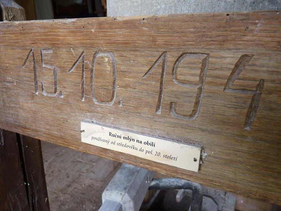 V areálu Muzea vesnice jihovýchodní Moravy připravil Národní ústav lidové kultury pořad Podzim na dědině. Návštěvníci se při něm dozvěděli například to, jak se dříve zpracovávalo obilí nebo co ženy pekly z kukuřičné mouky.