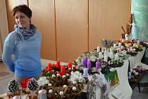 V prostorách bzeneckého kulturního domu zavoněl punč, medové svíčky a jehličí. O předadventním víkendu připravilo sdružení rodičů a přátel školy bohatý vánoční jarmark spojený s výstavou betlémů.