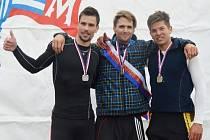Výborně se na hořínském kanále vedlo Milanu Viktorovi (na snímku vlevo). Hodonínský veslař, jenž hostuje v ČVK Brno, obsadil ve skifu mužů lehkých vah skvělé druhé místo, když za reprezentantem Janem Vetešníkem zaostal o pouhých deset vteřin.