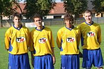 Fotbalisté Ratíškovic. Jakub Bábíček (druhý zleva).