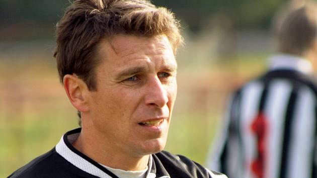 Dlouholetá opora Baníku Mikulčice Luděk Urbánek zvažuje konec kariéry. Trenér Oldřich Matůšek klíčového hráče přemlouvá.