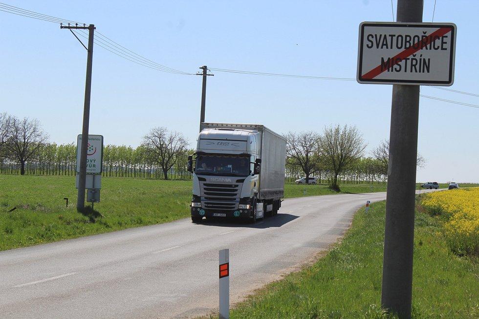 Opravy silnice mezi Mistřínem a Hovorany mají začít koncem léta.