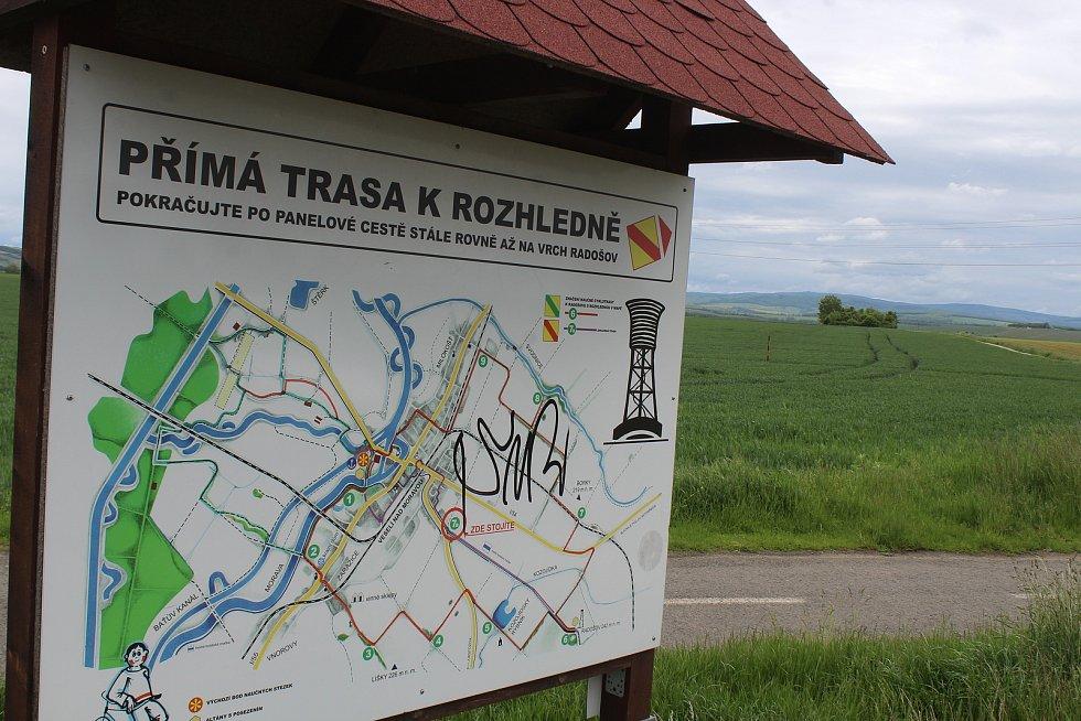 Trasa k rozhledně na Radošově.