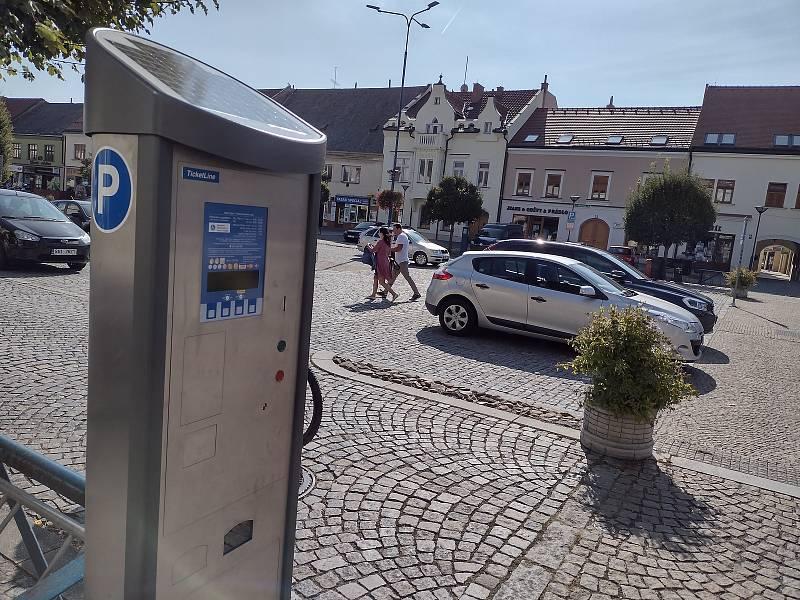 Nový parkovací automat v Kyjově na Masarykově náměstí.