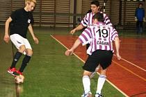 Kyjovská liga: Kuci vopálený (v černém) si ve finále zahrají s Zweigeltrebe.