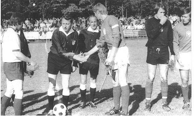 Petr Vyškovský před utkáním mezi Dubňany a českou reprezentací do jedenadvaceti let, který navštívilo 3500diváků.