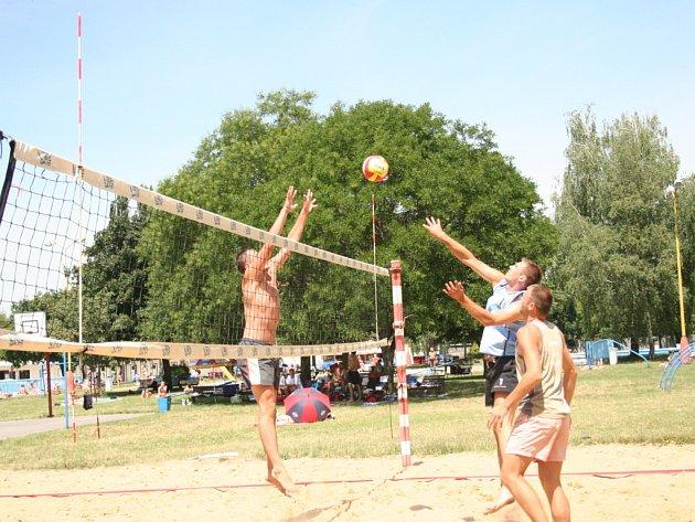 Plážoví volejbalisté hráli v Hodoníně