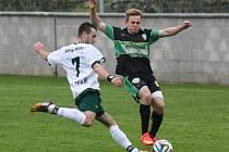 Fotbalisté Bzence (v zeleno-černých dresech) vyhráli v Dubňanech 1:0. Jediný gól nedělního derby vstřelil ve 49. minutě hostující útočník Václav Matula.