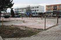 Tržnici ve Veselí nad Moravou začali postupně bourat. Do dvou let postaví tři multifunkční domy.
