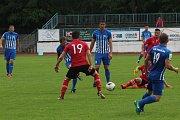 Fotbalisté Hodonína (v červených dresech) se v posledních pěti zápasech trápí. Nyní jsou v tabulce třináctí.